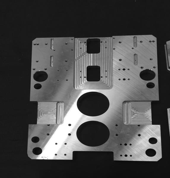 Piastra 1200x1400 sp. 20mm, fresatura e filettatura